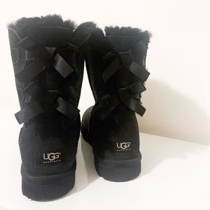 Black Bailey Bow Classic Uggs | 9
